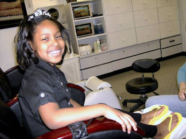 Ary getting manicure and pedicure @ the nail shop