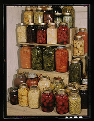 1941 and 1945 Display of home-created canned food