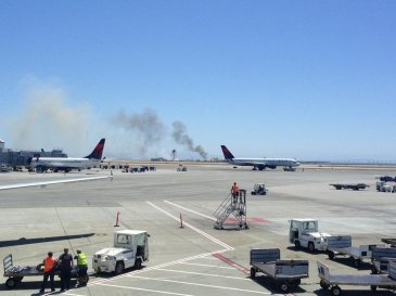 people-being-evacuated-via-the-emergency-slides-at-the-plane-crash-at-sfo
